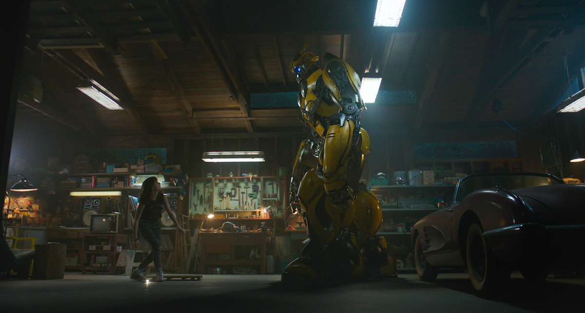 Charlie (Hailee Steinfield) meets Bumblebee in her father's workshop